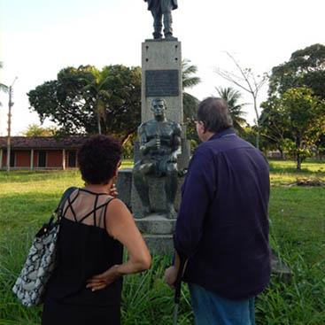 Difícil acesso a escultura de Fernandes Vieira